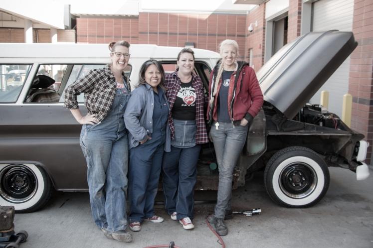 Girls-in-the-Garage-sml-2104